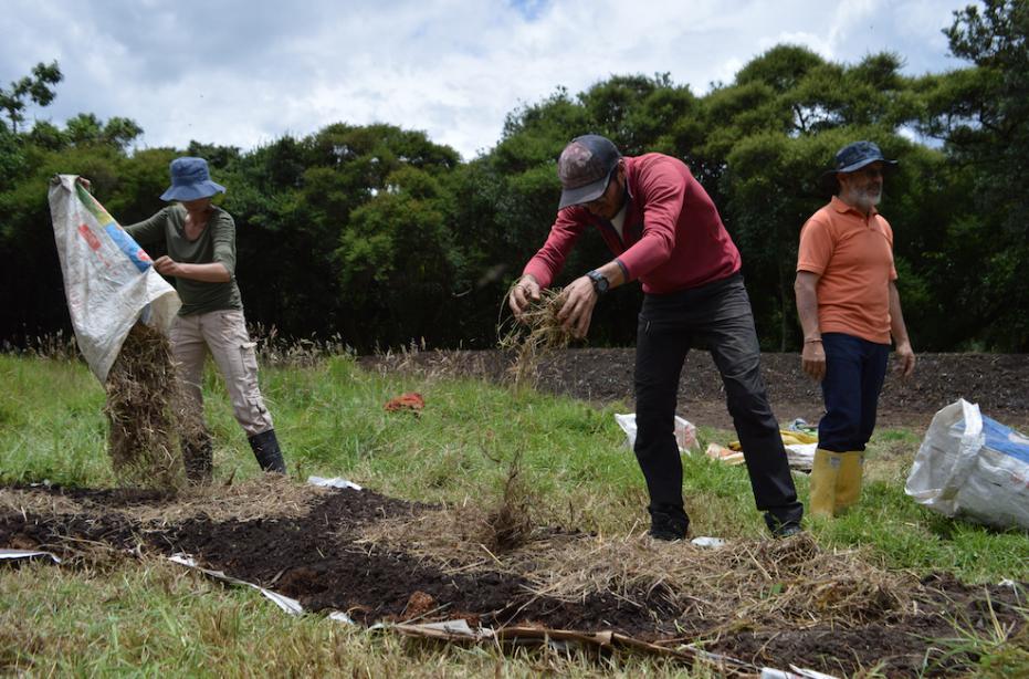 Camas rapidas Proyecto Atuk Red de Guardianes de Semillas Ecuador Agroecologia Permacultura Organico